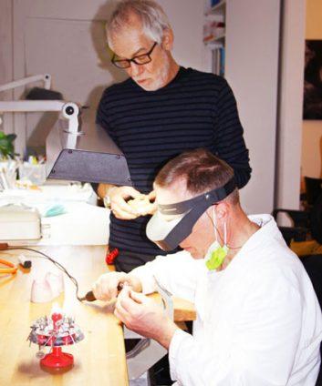 Zahnersatz im eigenem Labor